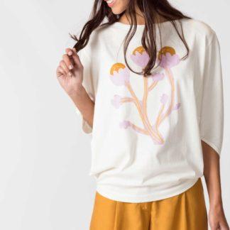 Camiseta oversize con manga globo, escote barco e ilustración en la parte delantera